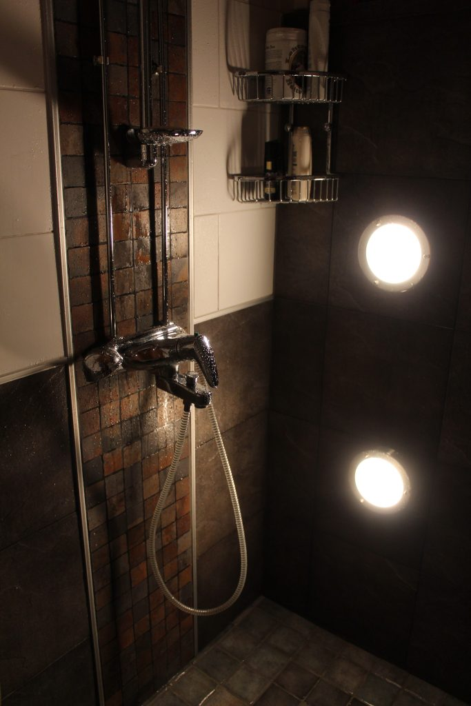 How To Change A Lightbulb In A Shower Ceiling