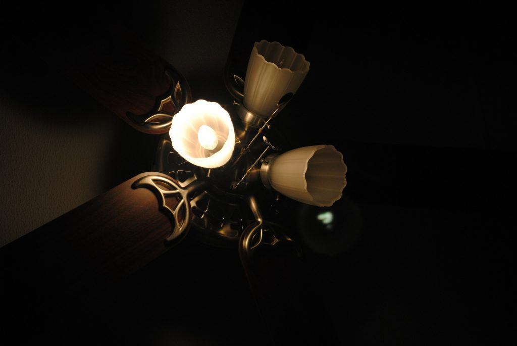 How To Fix A Ceiling Fan Light Socket